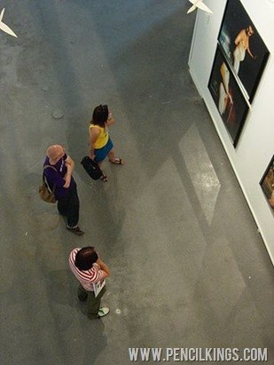 censoring-art-audience-in-art-gallery
